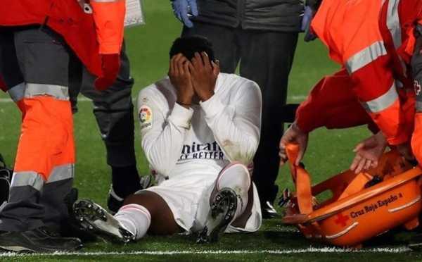 Cố giành chiến thắng trước Granada,Rodrygo bị chấn thương đùi
