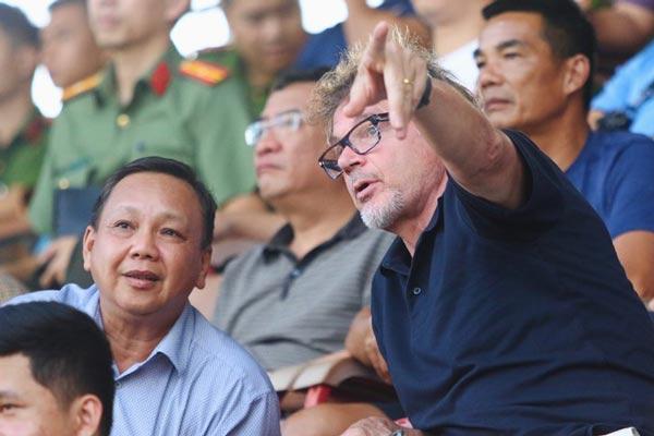 """HLV Troussier """"vi hành"""" chuẩn bị tuyển binh cho U19 Việt Nam"""