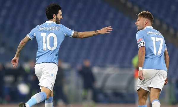 Trận đấu giữa 2 đội AC Milan và Lazio giành ngôi đầu tại Serie A